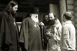 Строительство и освящение храмов в поселках Кестеньга и Пяозерский в конце июня 2001 года.
