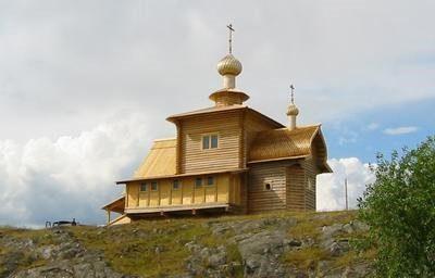 Строительство и освящение храма в поселке Чупа 29 июня 2002 года.